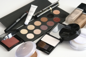 cosmetics-1063134_1920